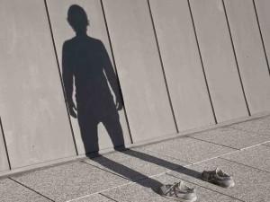 No ser visto por la propia familia conduce a ser un desconocido para ti mismo. ¡Actúa y descubre quien eres!