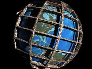 El mundo es una prisión y nosotros somos los prisioneros: ¡haz un boquete en el muro y sal de ella! Rumi.