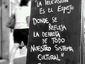 """""""La televisión es el espejo donde se refleja la derrota de todo nuestro sistema cultural"""" Federico Fellini"""