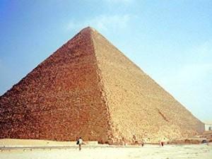 Un poema sobre la gran pirámide de Keops acaba en tesis doctoral
