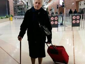 La abuela Irma, una niña de 93 años, voluntaria en Kenia
